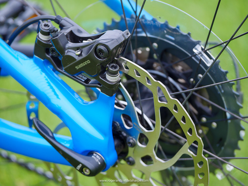 Shimano BR-MT520, 4-piston brakes with 203mm disks provided ample, controllable stopping power.