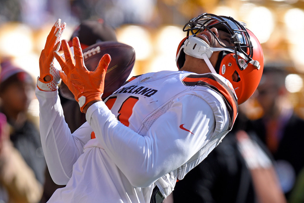 . Cleveland Browns wide receiver Terrelle Pryor (11) catches a pass during warm ups before an NFL football game against the Pittsburgh Steelers in Pittsburgh, Sunday, Jan. 1, 2017. (AP Photo/Don Wright)