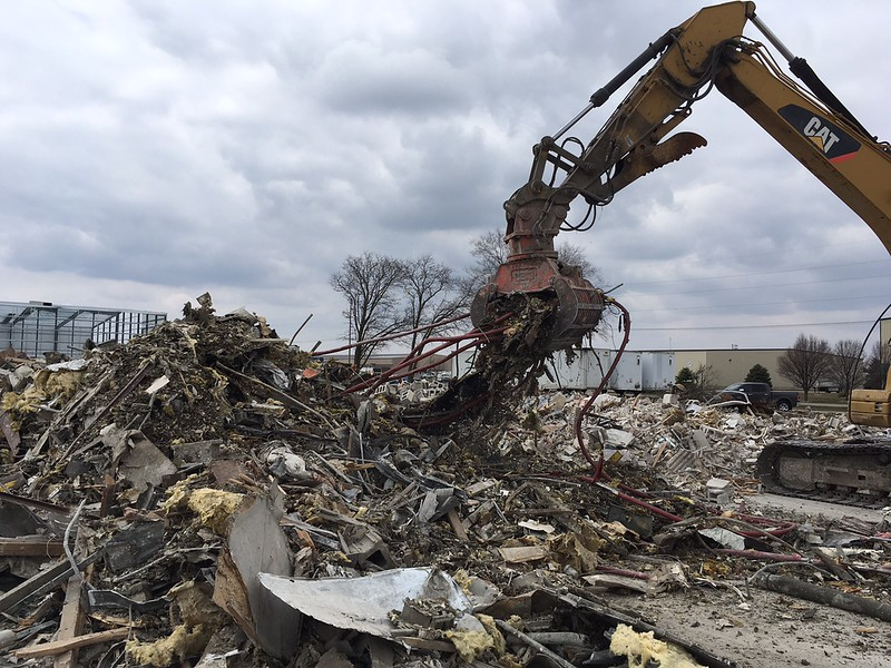 NPK DG20 demolition grab on Cat 320 - Randy Jones Trucking - Lima, OH - Apr 2018 (16).JPG