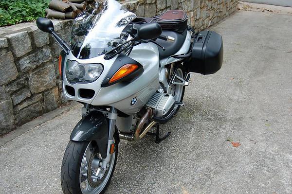 R1100S