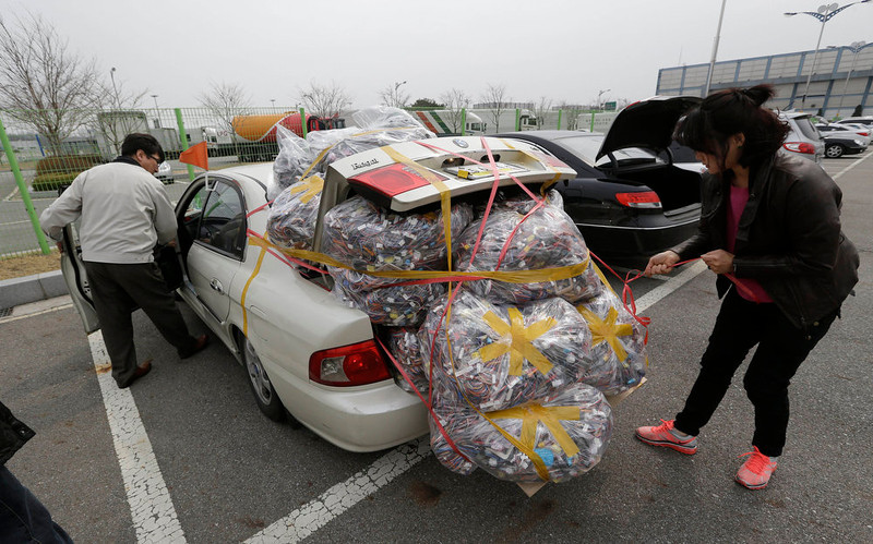 . A South Korean worker, left, who arrives with electronic products from North Korea\'s Kaesong is helped by a South Korean woman who greeted him at the customs, immigration and quarantine office near the border village of Panmunjom, that has separated the two Koreas since the Korean War, in Paju, north of Seoul, South Korea, Monday, April 8, 2013. A top South Korean national security official said Sunday that North Korea may be setting the stage for a missile test or another provocative act with its warning that it soon will be unable to guarantee diplomats\' safety in Pyongyang but added that the North\'s clearest objective is to extract concessions from Washington and Seoul. (AP Photo/Lee Jin-man)