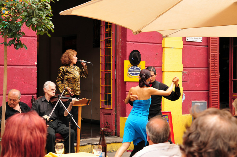 Tango competition to get customers in the cafe