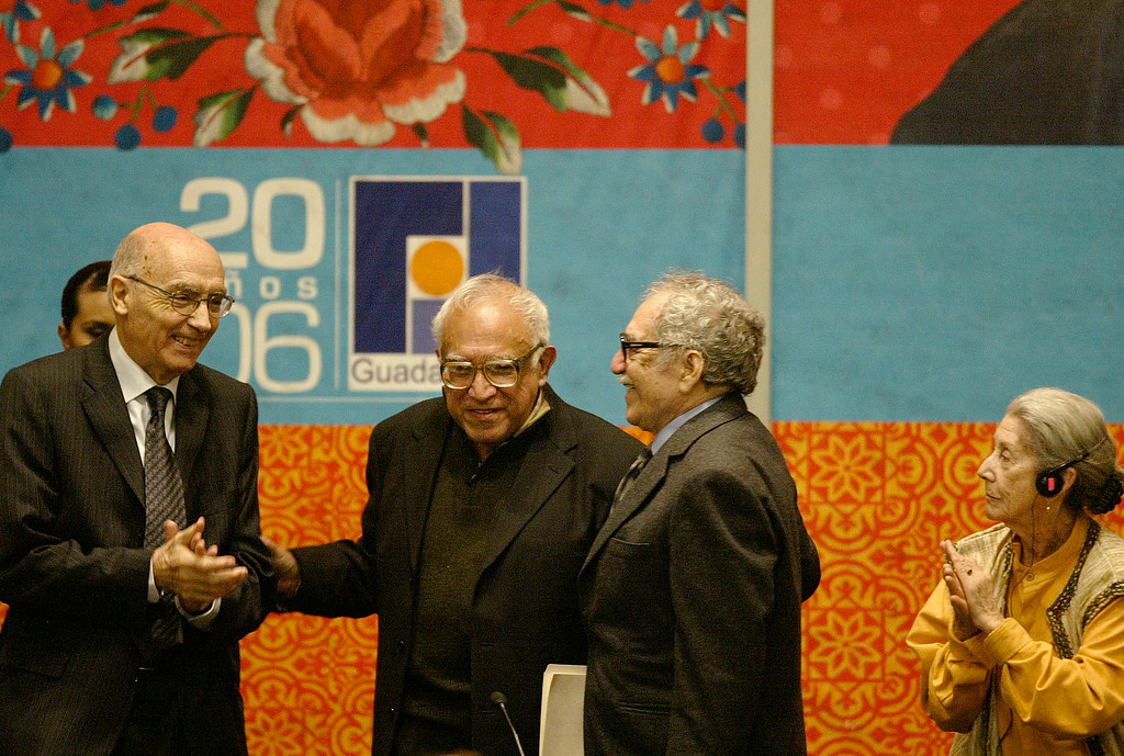 . Mexican writer Carlos Monsivais, second left, smiles as he is greeted by Nobel Prize winner Jose Saramago, left,  of Portugal, Colombia\'s Gabriel Garcia Marquez, second right and South Africa\'s Nadine Gordimer, far-right,during the opening ceremony of the Guadalajara International Book Fair at Guadalajara\'s  Expo Saturday, Nov. 25, 2006, in Mexico. (AP Photo/Guillermo Arias)