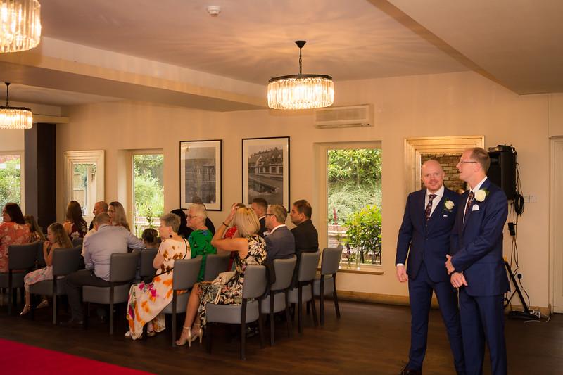 Sam_and_Louisa_wedding_great_hallingbury_manor_hotel_ben_savell_photography-0024.jpg