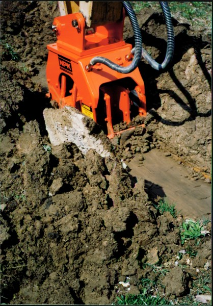 NPK C4C compactor with narrow baseplate on backhoe at NPKCE (5).JPG