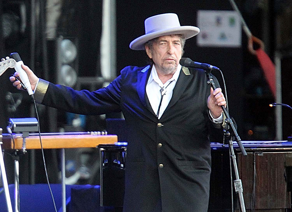 """. FILE - This July 22, 2012, file photo shows U.S. singer-songwriter Bob Dylan performing onstage at \""""Les Vieilles Charrues\"""" Festival in Carhaix, western France. Dylan won the 2016 Nobel Prize in literature, announced Thursday, Oct. 13, 2016. (AP Photo/David Vincent, File)"""