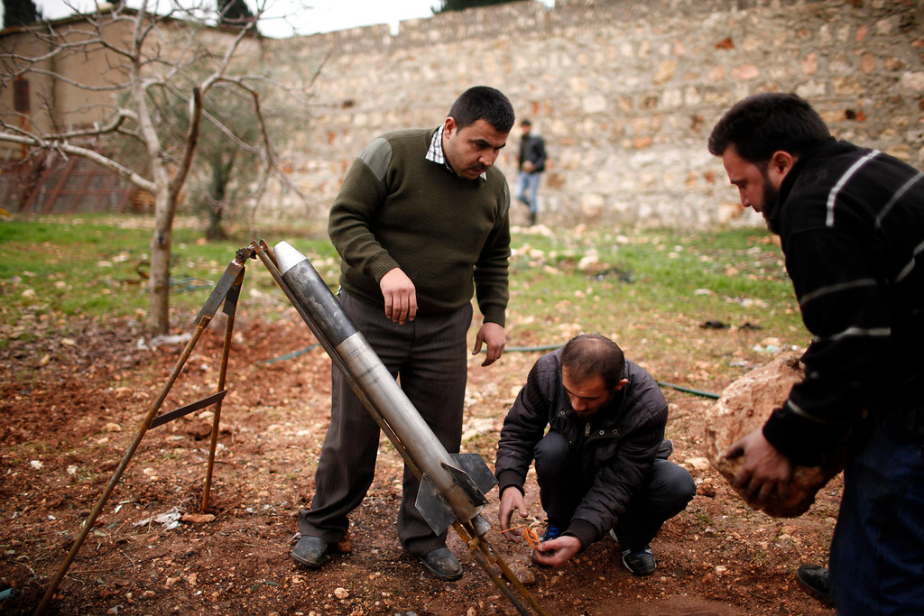 . Free Syrian Army fighters prepare a homemade missile before they launch it towards the military airport in north Aleppo December 23, 2012. REUTERS/Ahmed Jadallah