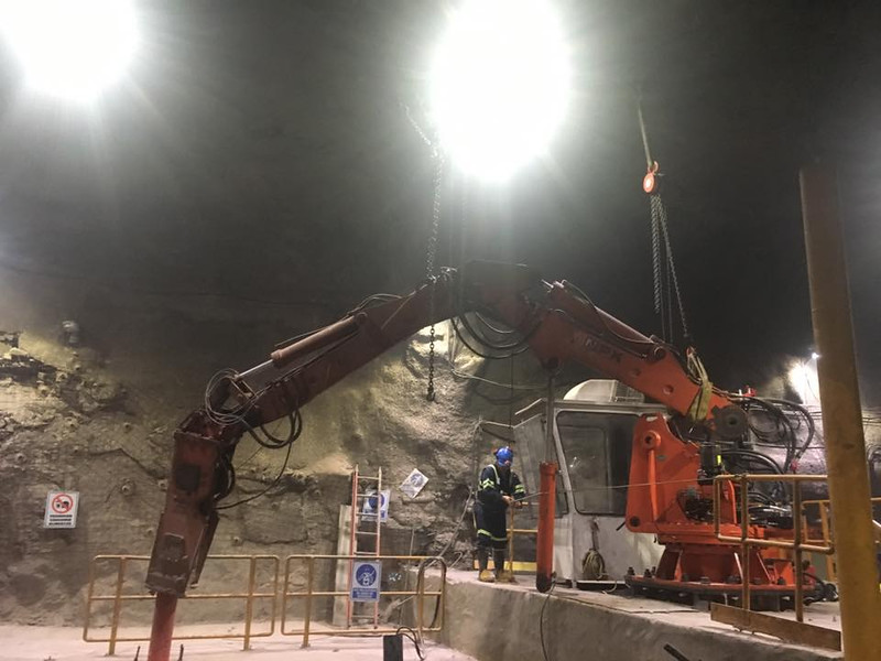 NPK B550 pedestal boom system with GH7 hydraulic hammer-breaking bridged rock abover a grizzly style crusher in a mine (8).jpg
