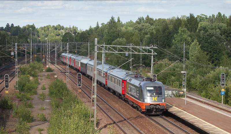 "Hector 242.531 ""La Motta"" leads the Veolia train Stockholm-C Malmö through Flemingsberg."