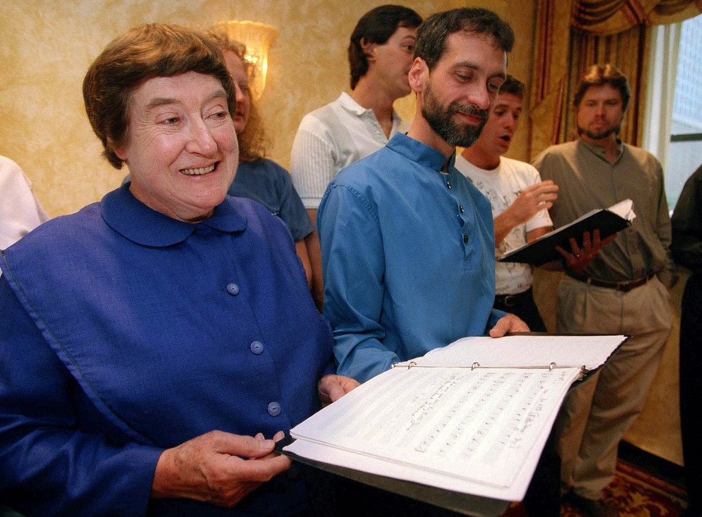 . FILE - In this Sept. 13, 1995 file photo, Sister Frances Carr, left, and Brother Arnold Hadd of the Shaker Village in Sabbathday Lake, Maine, sing with the Boston Camerata during a rehearsal at the Warwick Hotel in New York. Carr, one of the last remaining Shakers, died Monday, Jan. 2, 2017, after a brief battle with cancer. She was 89. (AP Photo/Adam Nadel, File)