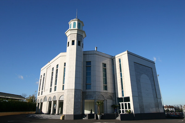 Baitul Futuh, UK