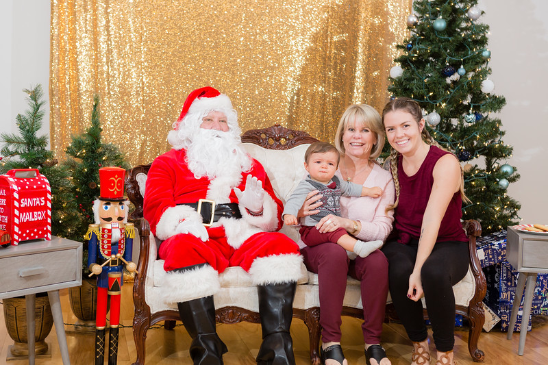 FADS Picture with Santa-265.jpg