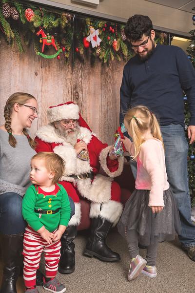 Ameriprise-Santa-Visit-181202-4964.jpg