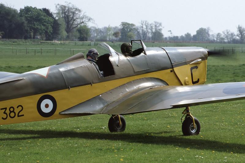 G-AJRS-MilesM14AHawkTrainer-RAF-EGTH-2001-05-10-JY-26-KBVPCollection.jpg