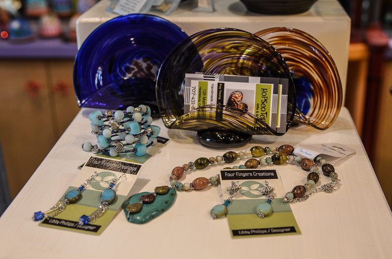 Beaded jewelry and plates