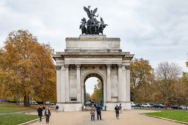 """Wellington Arch, the """"triumphal entry"""" to the Buckingham Palace grounds."""
