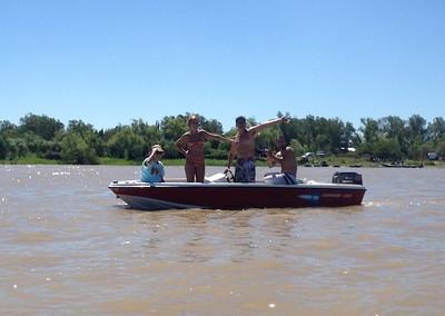 Rio Coronda, ARG Party Boats & Spectators