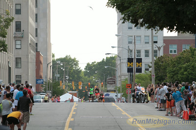 Elite Mile Men - 2014 HealthPlus Crim Festival of Races