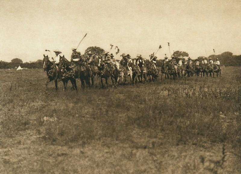 Hivihhnihpoih Society, Cheyenne sun dance (The North American Indian, v. XIX. Norwood, MA, The Plimpton Press,  1930)