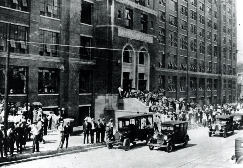 Sears_Roebuck_and_Co_grand_opening_August_1926 - Historic 4wpc.jpg