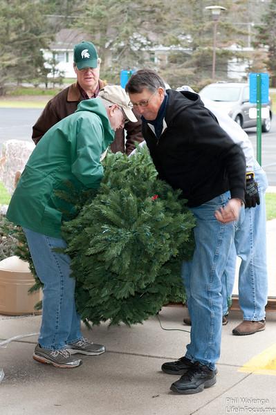 20121217 KofC Christmas Tree Setup-6254.jpg
