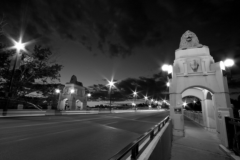 Another view of the south end of Center St bridge (monochromed)