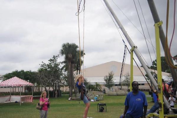 2009 December 6 Pine Crest Carnival 259.avi