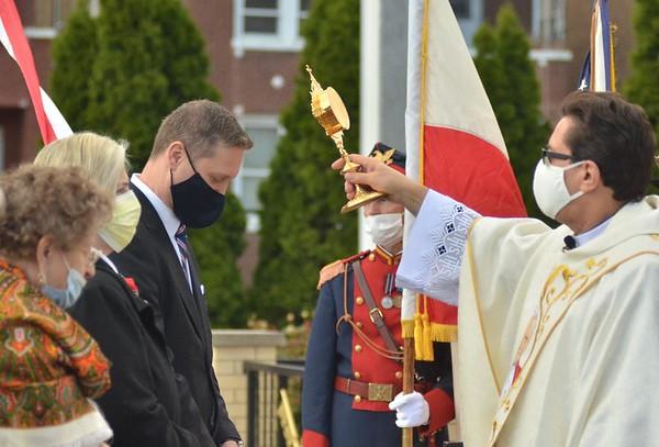W  HOŁDZIE  ŚWIĘTEMU  JANOWI  PAWŁOWI II  w 41 rocznicę polonijnej Mszy Świętej u Pięciu Braci Męczenników