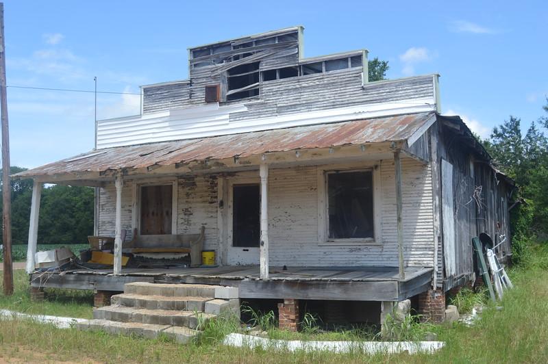 043 Abandoned store, Savage.JPG