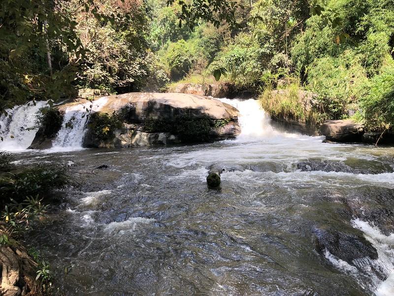 Pha Dok Sieo Waterfall 1