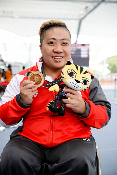 PARA SWIMMING - THERESA RUI SI GOH during the victory ceremony representing Singapore in Women's 100 LC Meter Breaststroke Finals at Aquatics Centre, KL on September 20th, 2017 (Photo by Sanketa Anand)