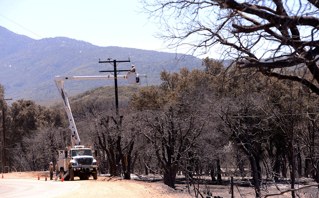 . A crew from Southern California Edison works on power lines along Twin Pines Road in the mountains south of Banning August 10, 2013.  GABRIEL LUIS ACOSTA/STAFF PHOTOTGRAPHER.
