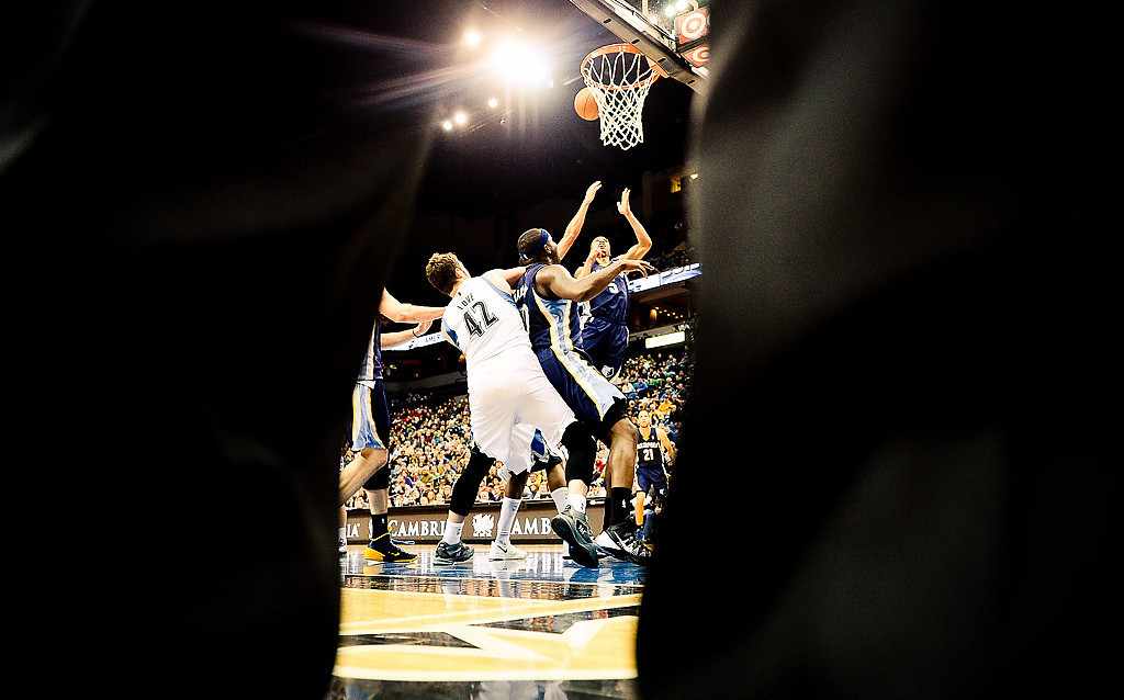 . The referees legs make for an artsy fartsy photo!(Pioneer Press: Ben Garvin)