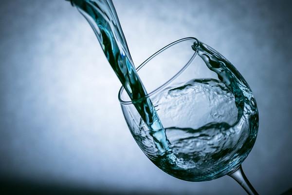 Water Capture in Wine Glass