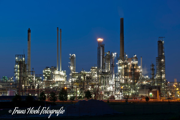 Petrochemistry Rotterdam by night