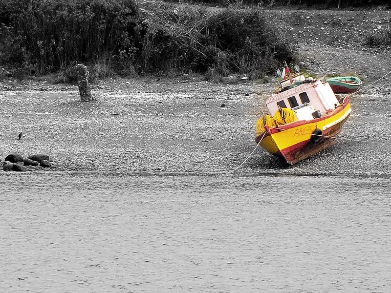 08 april  ancud color bw boat.jpg