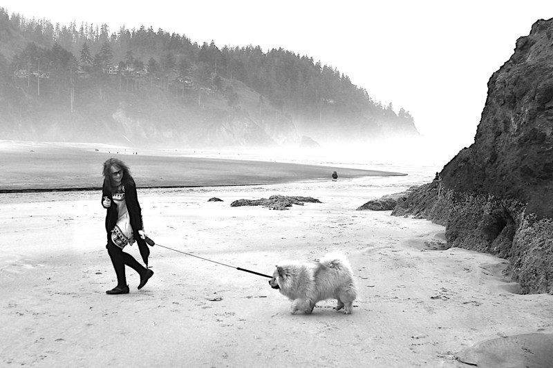 Lillian loved this beach a lot.  She was even rolling in something stinky in the sand after Onni did