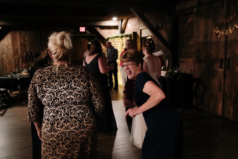 rustic_ohio__fall_barn_wedding-453.jpg