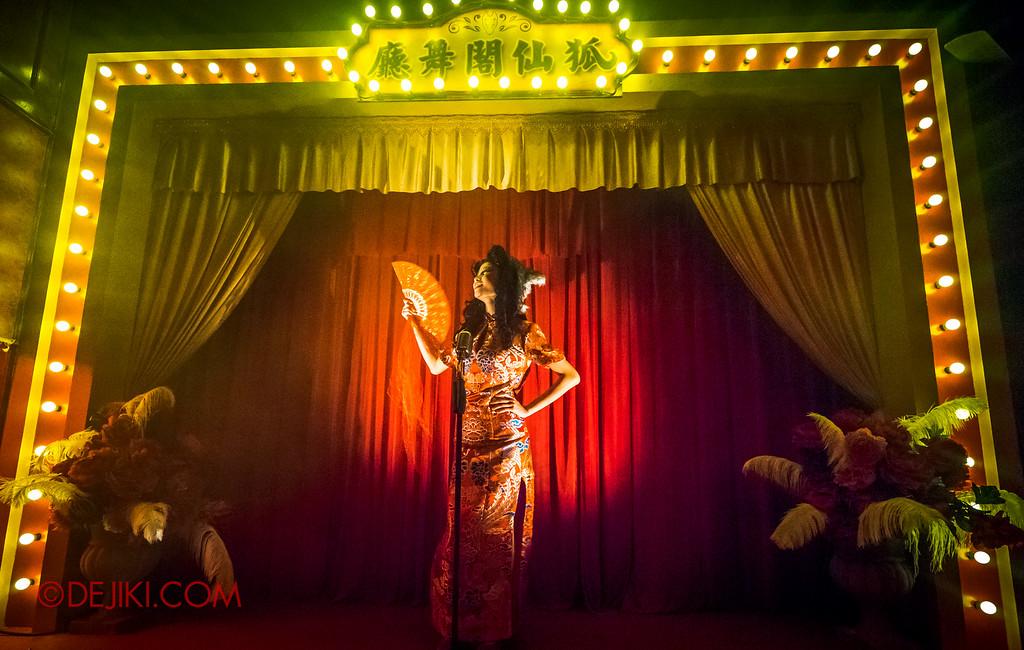 Halloween Horror Nights 6 - Hu Li's Inn / Foxy's Stage