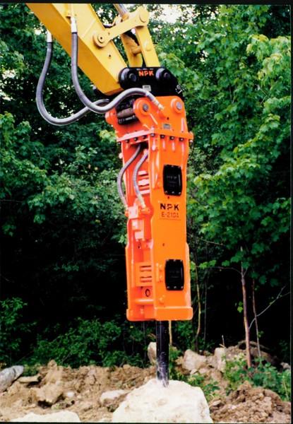 NPK E210A hydraulic hammer with QA20 quick attach 06-25-99 (1).JPG