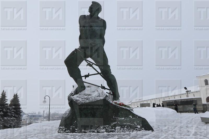 муса җәлил һәйкәле, памятник мусе джалилю, джалиль зимой, җәлил кыш