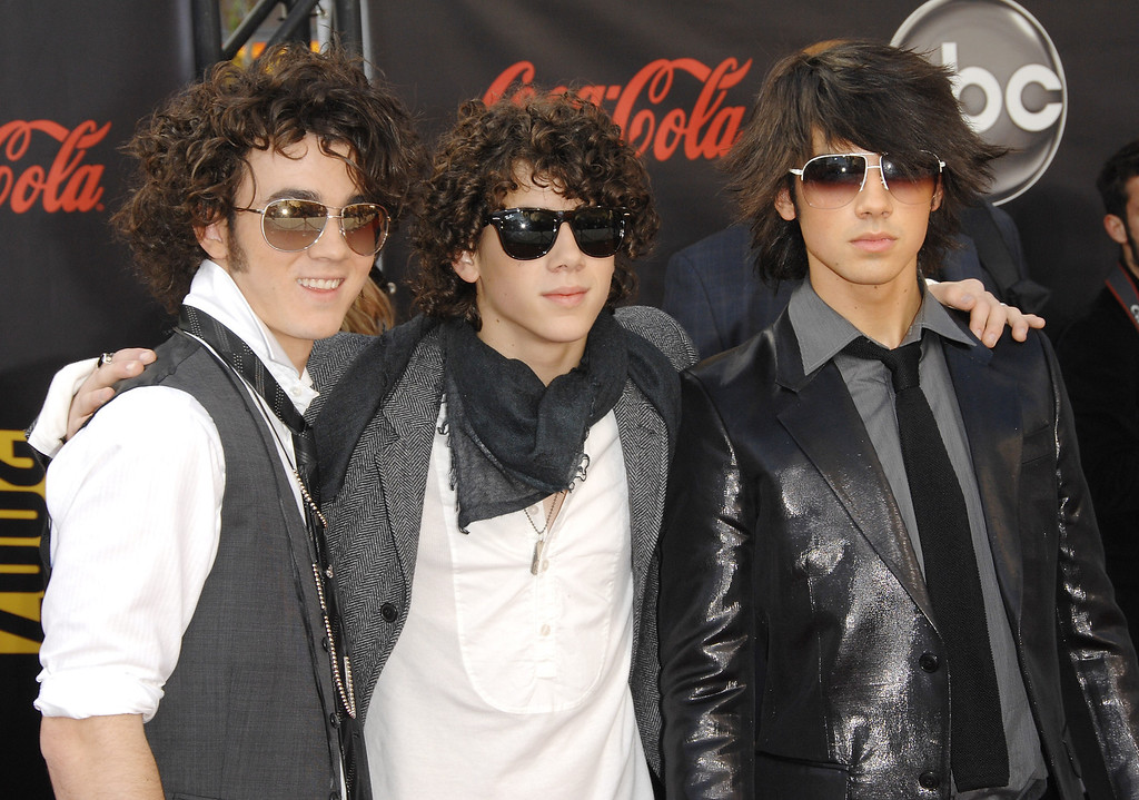 . The Jonas Brothers arrive at the American Music Awards in Los Angeles on Sunday, Nov. 18, 2007. (AP Photo/Evan Agostini)