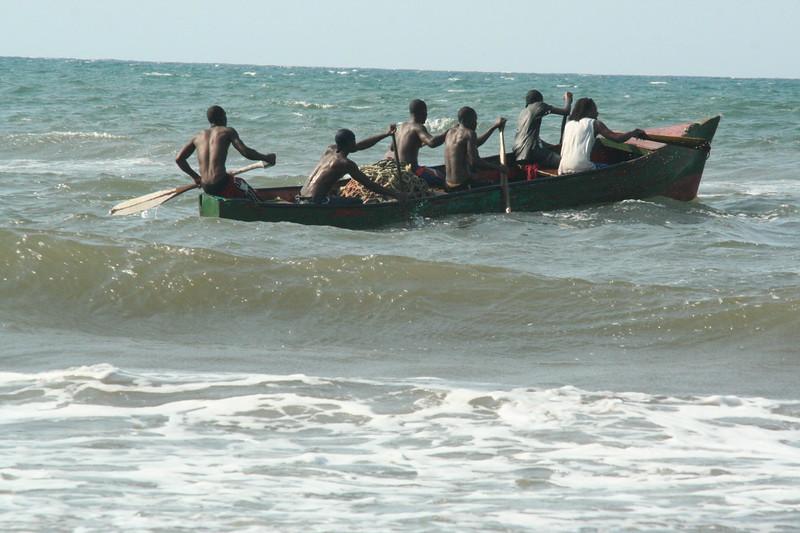 Garífuna youth paddle to the sea