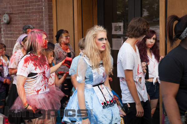 ZombieWalk2012131012073.jpg