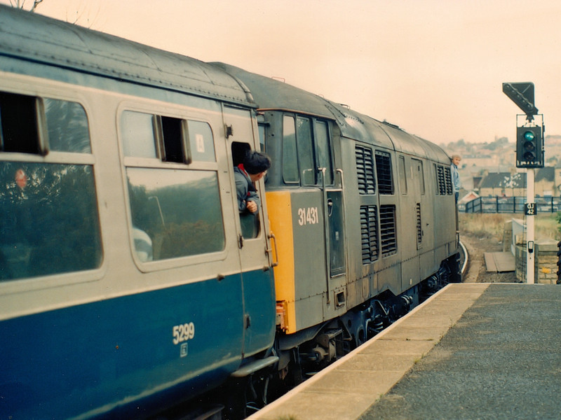 31431 waits for the tip at Shipley on the 30th September 1990