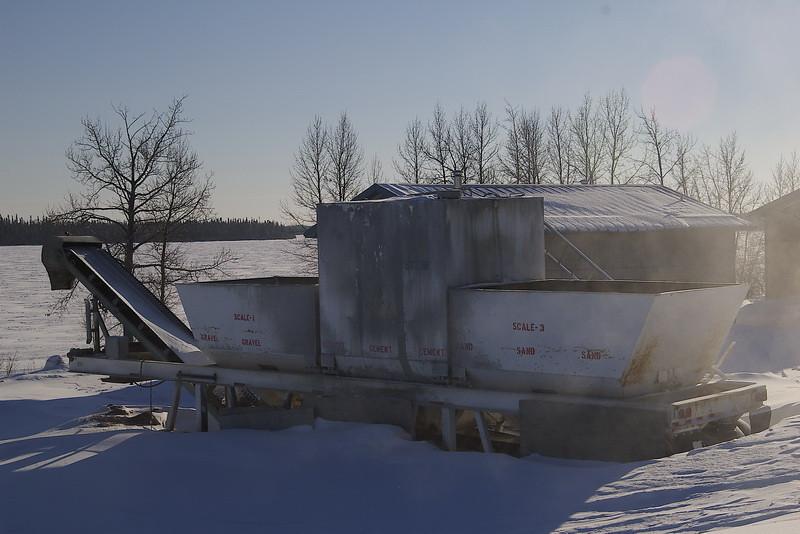 IMGP4932_cement_maker_water_sewage_project_winter_webequie_jan1207_p1_resize.jpg