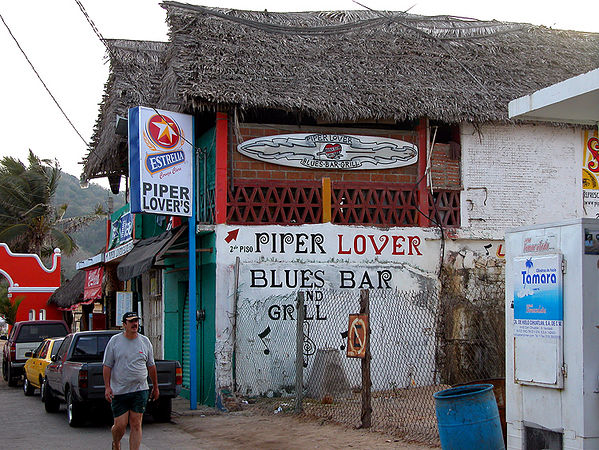 "Barra - Piper's (""Peepers""), where Lalo now performs Fridays and Saturdays, starting at 9:00PM, happy hour starts at 7:00. Lalo also plays some at Restaurant Ava (try the fish and chips, hamburgers are also good and very meaty)."