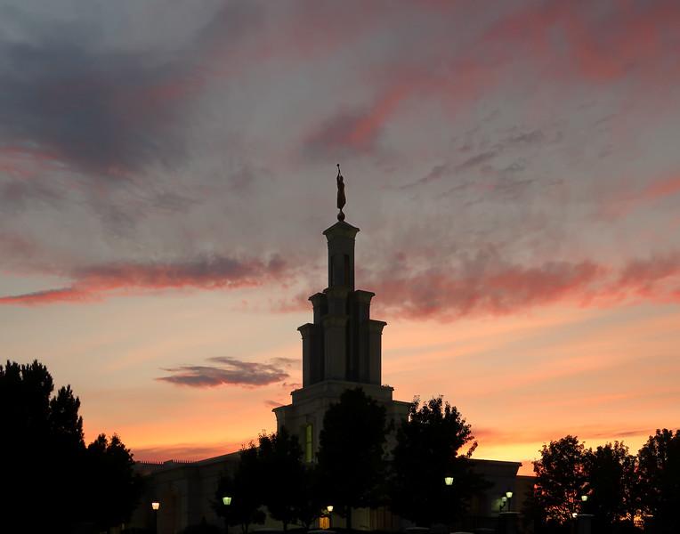ColumbiaRiverTempleTwilight31.jpg