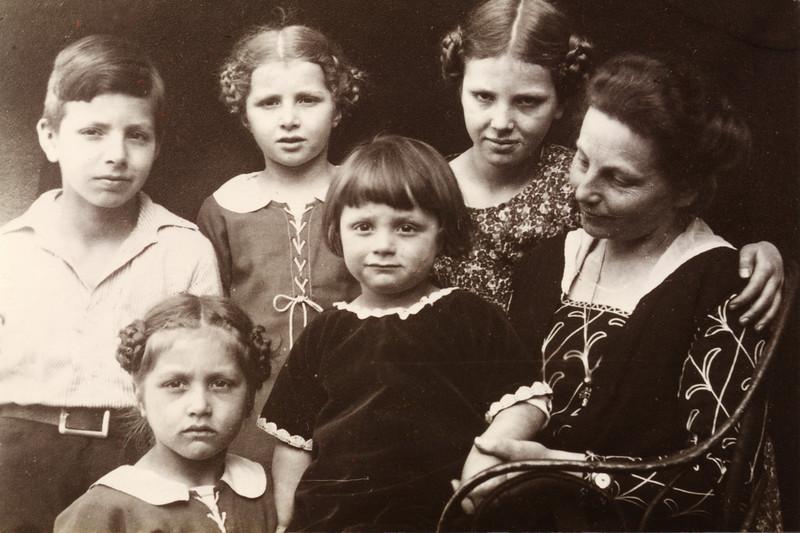 Marianne Volhard mit ihren Kindern - Axel - Hedda - Marianne - Eva - Christiane