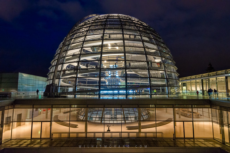 Reichstag-roof-top-Dome-and-below.jpg